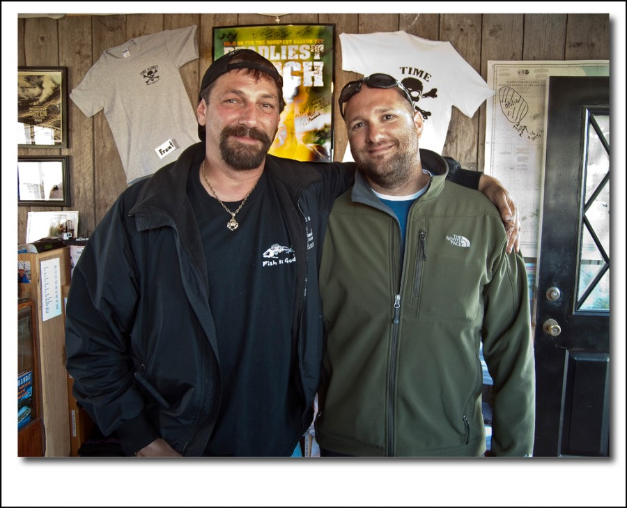 dan and johnathan  900x729 Interview with Daniel Hurtubise about his trip to photograph bears in the Alaskan Wild