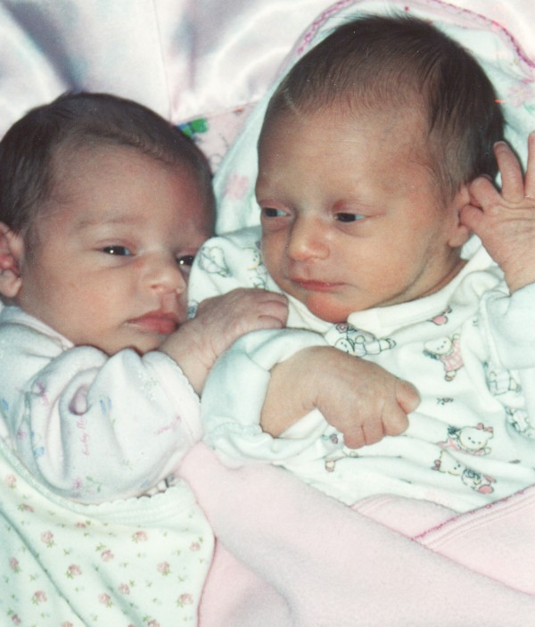 jenna and ellie days old