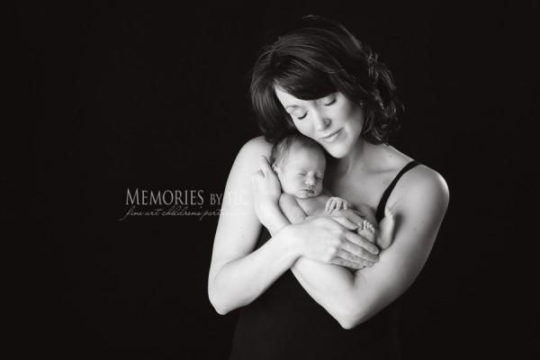 H13A9144 Edit Edit Edit 2 Edit 2 600x4001 How to Obtain Unique Images of Newborns and their Parents
