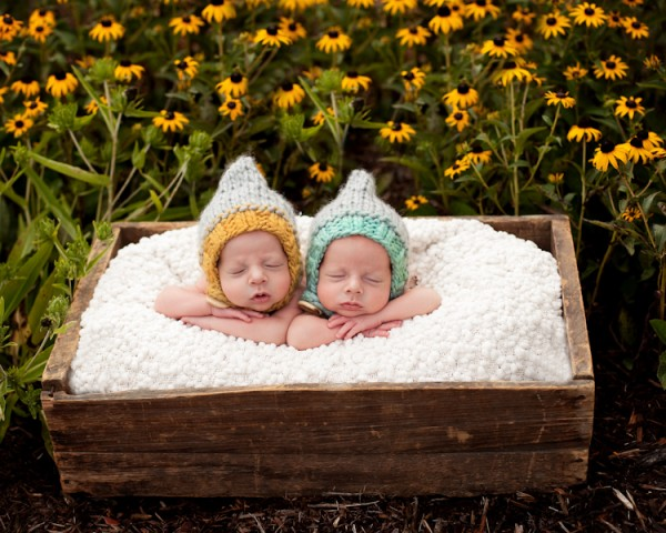 10 tips and tricks to successfully photograph newborn twins
