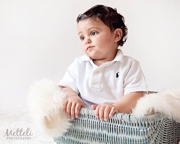toddler-in-basket