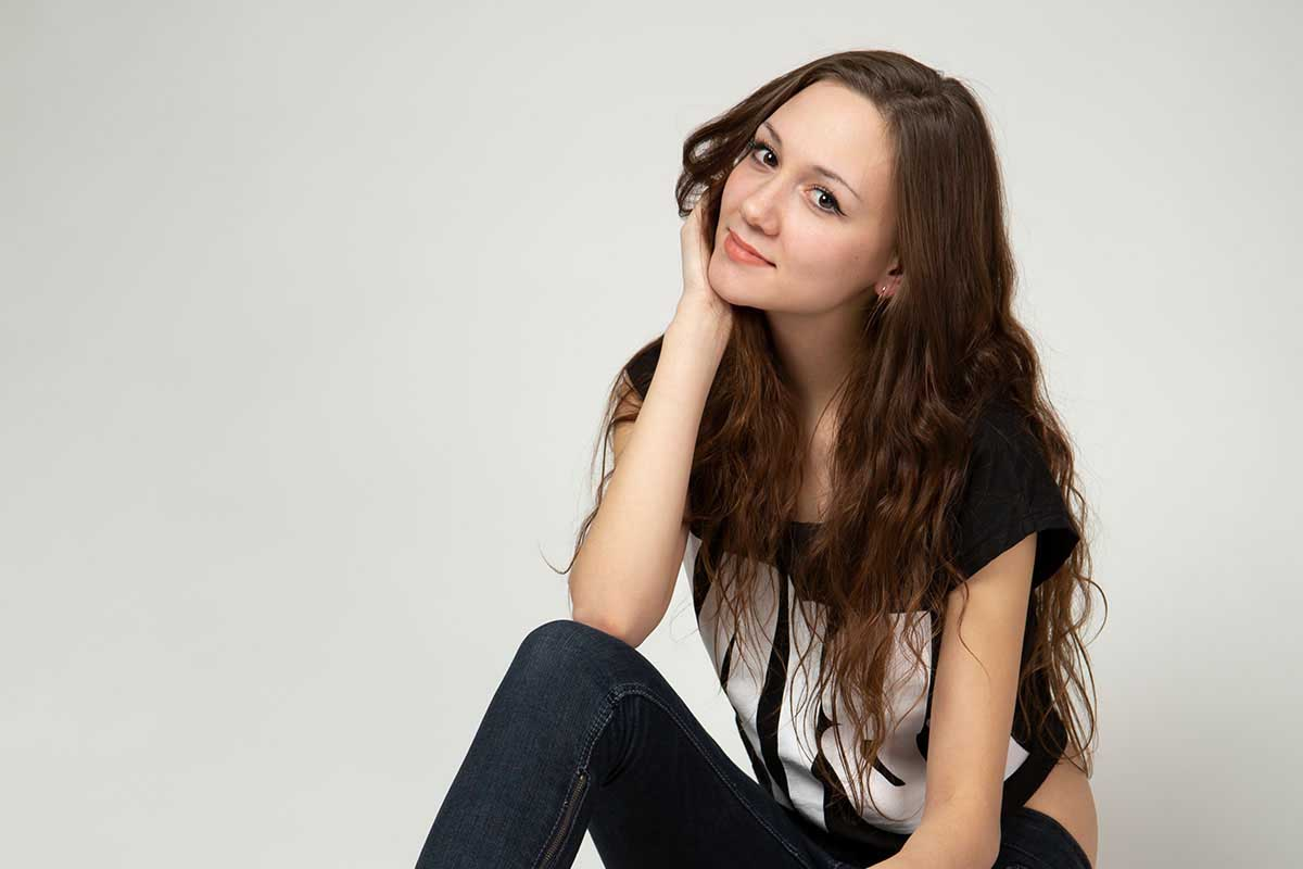 Makeup Toolkit Picture Girl No Makeup Sitting Before