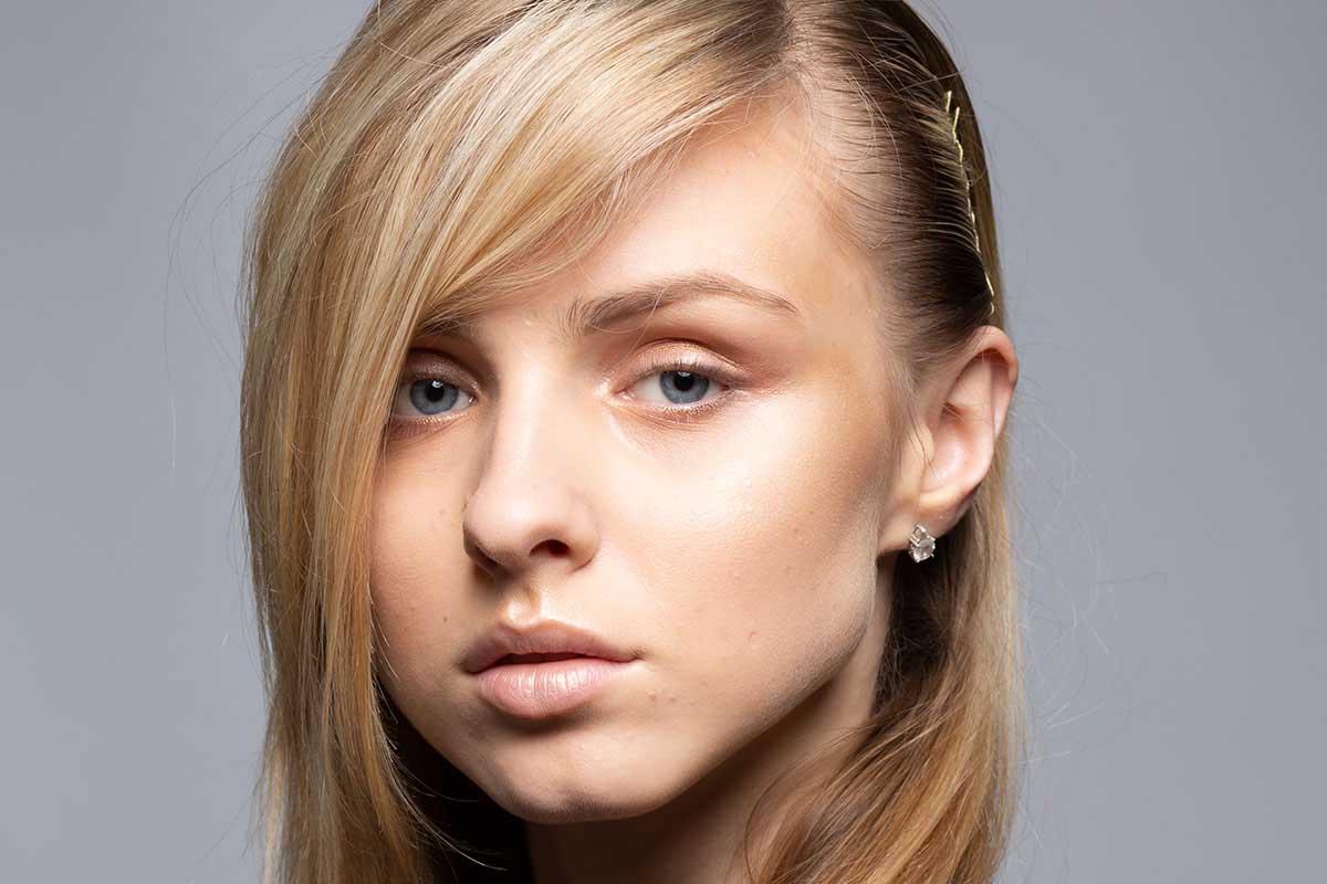 Picture Girl No Makeup BlondMakeup Toolkit Before Shot