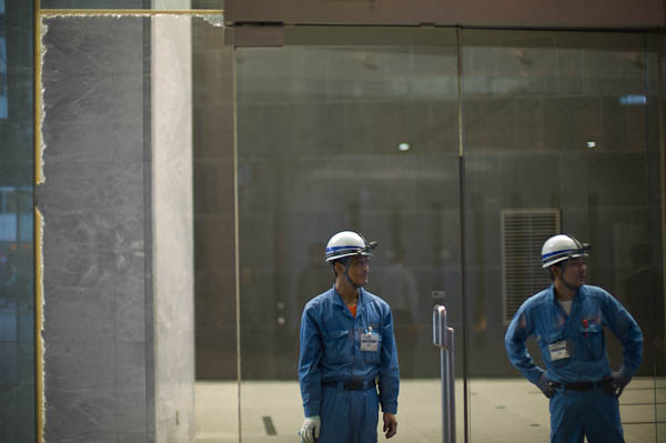 3-shattered-glass Inside Tokyo: One Photographer's View Guest Bloggers Photo Sharing & Inspiration