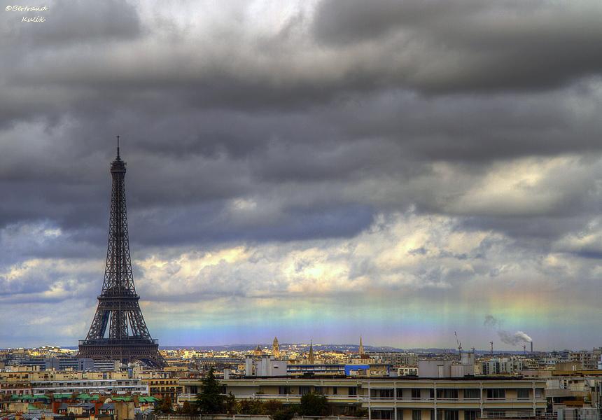bertrand-kulik-eiffel-tower-rainbow-photo Photographer captures rare Eiffel Tower and rainbow shot Exposure