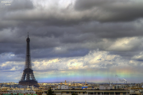 Eiffel Tower and low rainbow photographed by Bertrand Kulik