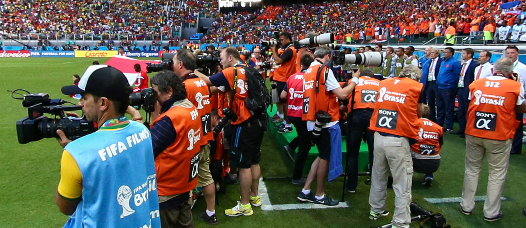 canon-vs-nikon-using-sony-vests Canon vs Nikon war still waging at major sports events Exposure