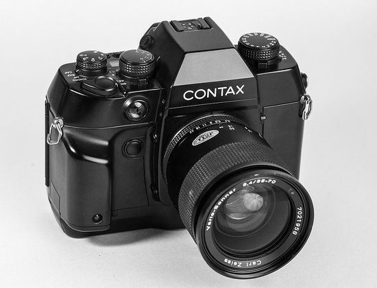 contax-ax New Sony DSLR-like camera to feature moving image sensor Rumors