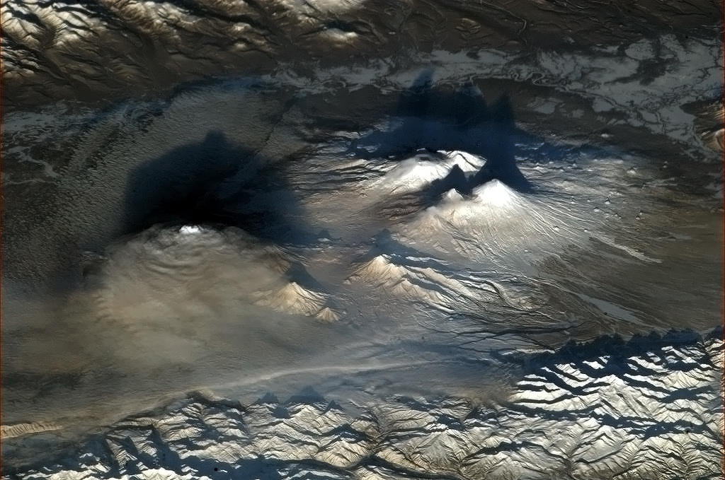 "dramatoc-volcanoes Earth's beauty ""tweeted"" from the lens of an astronaut News and Reviews"