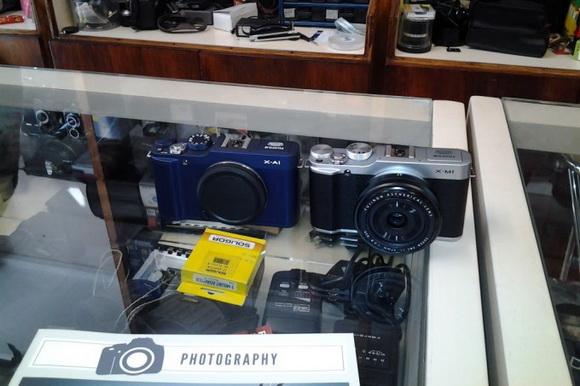 Fujifilm X-A1 deep blue