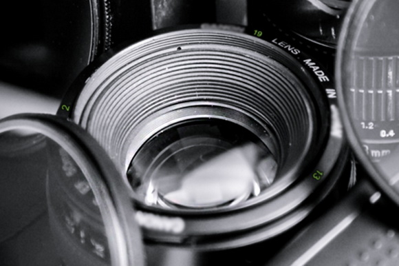 HTC teases One smartphone using a Canon DSLR lens