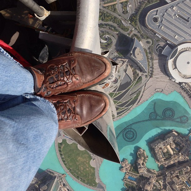 joe-mcnally-instagram-foot-shot-burj-khalifa Nat Geo photographer Instagrams foot shot from Burj Khalifa rooftop Fun