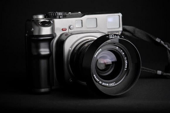 Mamiya 7 rangefinder camera