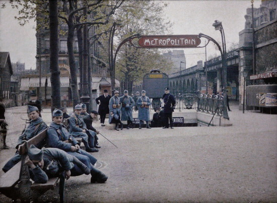 metro-station-entrance-autochrome Color photos of the 1900s Paris taken using autochrome technique Exposure
