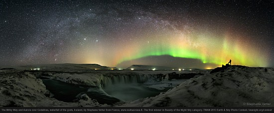 milky-way-auorar-over-godafoss Photographers advocate against light pollution News and Reviews