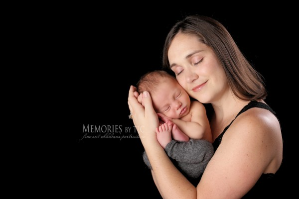 mom-Edit-3-600x4001 How to Obtain Unique Images of Newborns and their Parents Photo Sharing & Inspiration Photography & Photoshop News Photography Tips