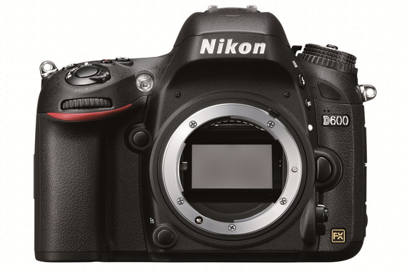 Nikon D600 users unhappy with oil / dust accumulation problems