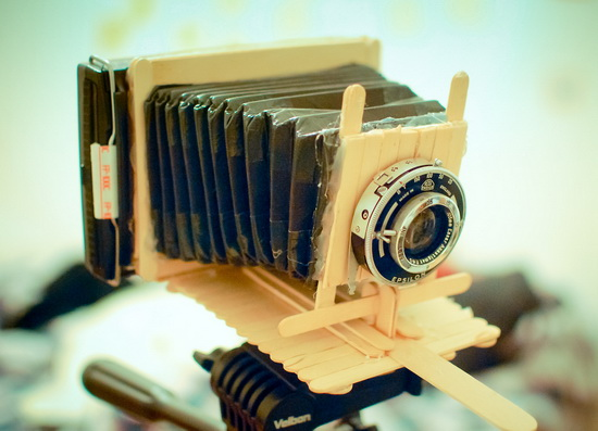 polaroid-camera-popsicle-sticks Photographer builds Polaroid instant camera made out of popsicle sticks Fun
