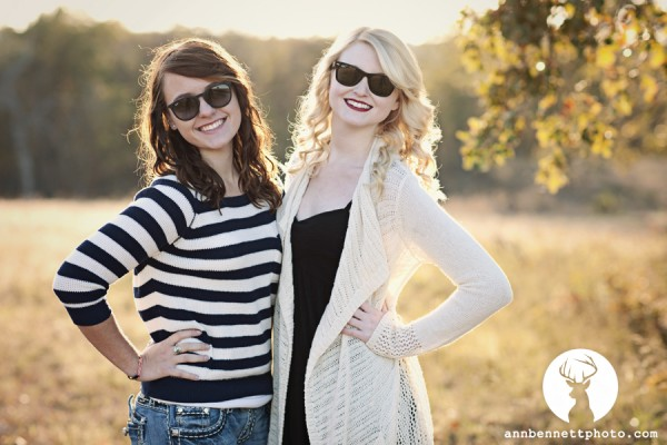 pose2-600x4001 Tips and Tricks to Pose High School Seniors Naturally Business Tips Guest Bloggers Photo Sharing & Inspiration Photography Tips