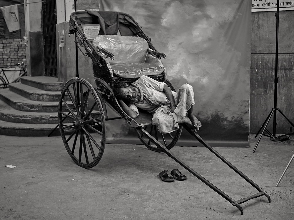 "rickshaw-puller ""Marginal Trades"" project documents endangered jobs in India Exposure"