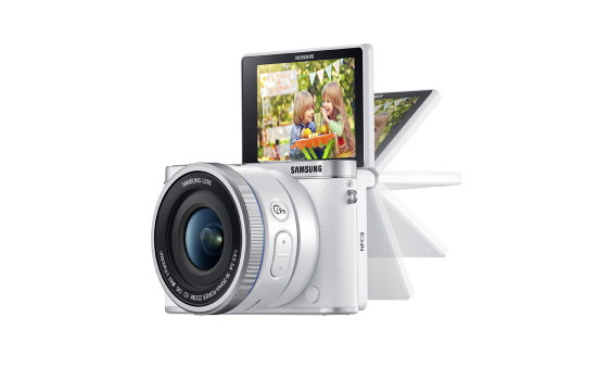 samsung-nx3000-flip-up-screen Samsung NX3000 is a mirrorless camera for selfie enthusiasts News and Reviews