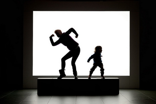 silhouette-photography-monster-dancing Silhouette photography of people making shadow monsters in a musem Exposure