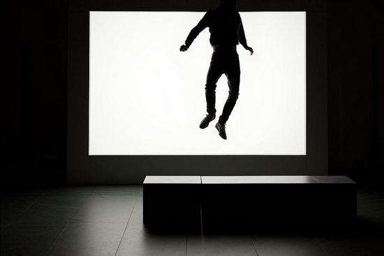 silhouette-photography-monster-jumping Silhouette photography of people making shadow monsters in a musem Exposure
