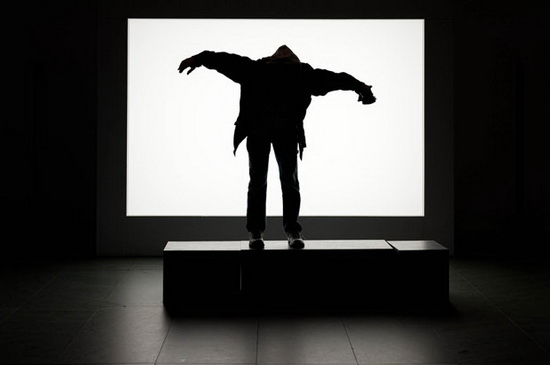 silhouette-photography-monsters-scary-shadow Silhouette photography of people making shadow monsters in a musem Exposure