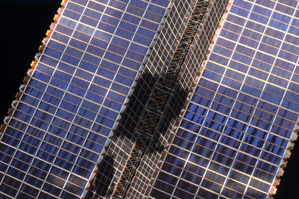 "solar-power Earth's beauty ""tweeted"" from the lens of an astronaut News and Reviews"