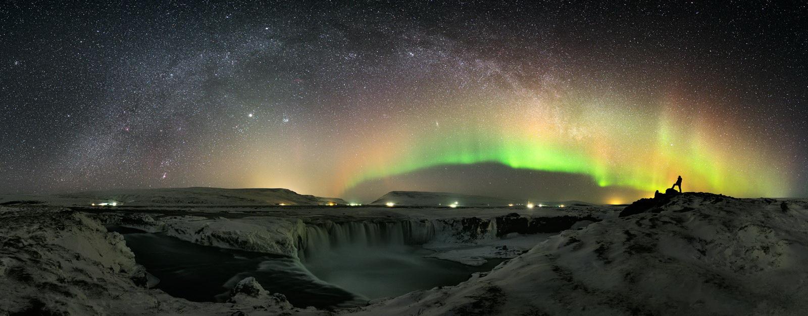 waterfall-of-the-gods Stéphane Vetter captures stunning aurora borealis photos Exposure