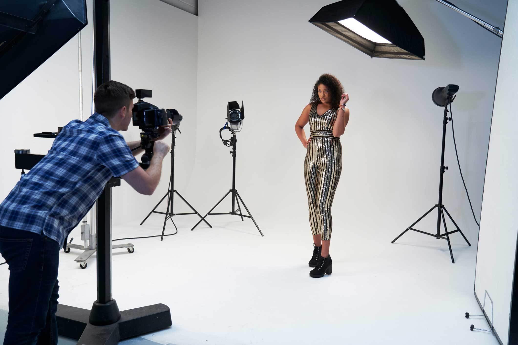 fashion-phootgraphy-Camera-and-equipment Fashion Photography Tips For Shooting & Editing Photography Tips